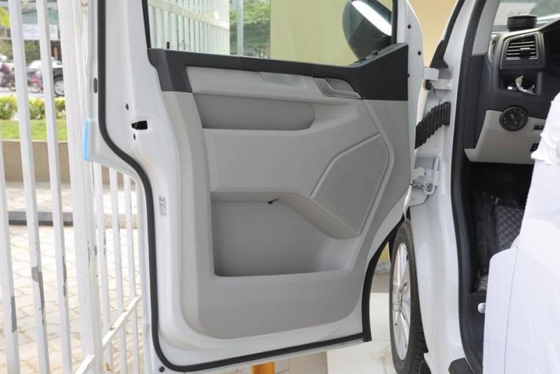 Volkswagen Caravelle 2016 white
