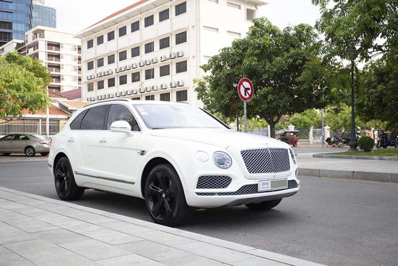 2017 Bentley Bentayga AT-8888