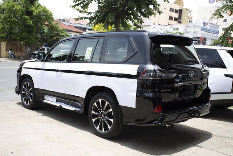 2021 Lexus LX 570 Black Edition KURO